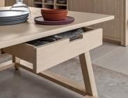 tavolo con cassetto