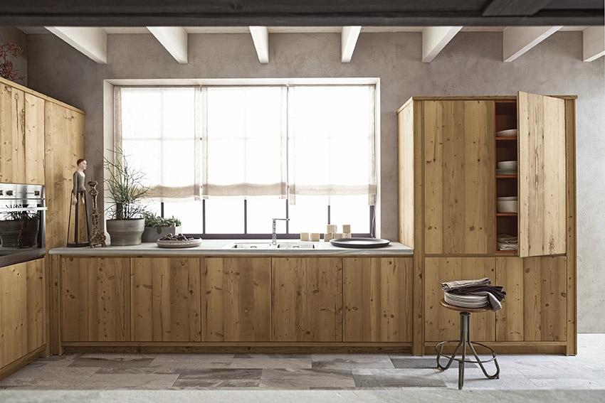 Arredare una cucina rustica in legno massello o in muratura