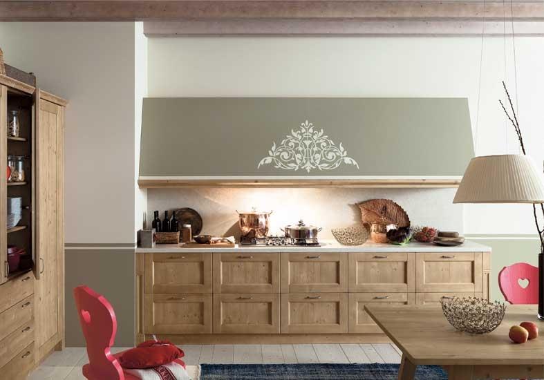 Come arredare una cucina rustica in legno massello di abete