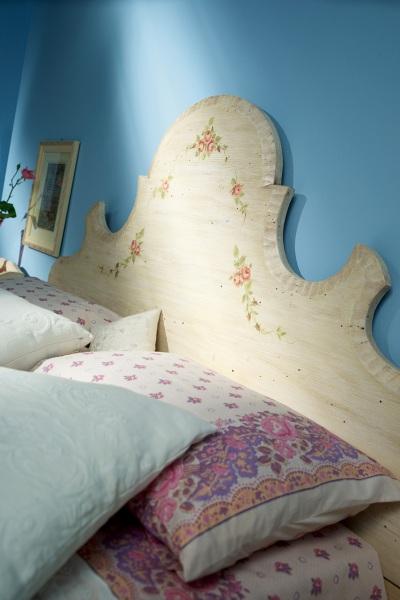 Testiera del letto decorata