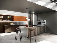 Cucina moderna dai forti contrasti
