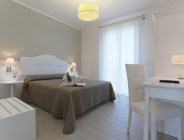 Arredamento bianco per albergo
