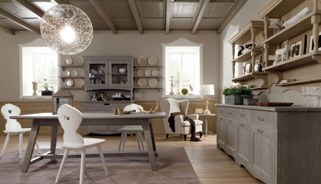 Sala da pranzo con arredamento rustico for Arredamenti per interni casa