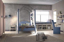 Camera classica con letto baldacchino