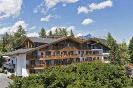 Hotel in austri arredato in legno massello