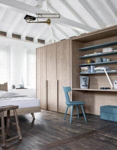 Armadio e scrivania in legno