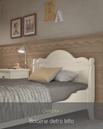 Boiserie in legno dietro letto