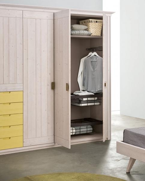 Dettaglio interno armadio