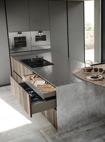 Cucina con top in acciaio