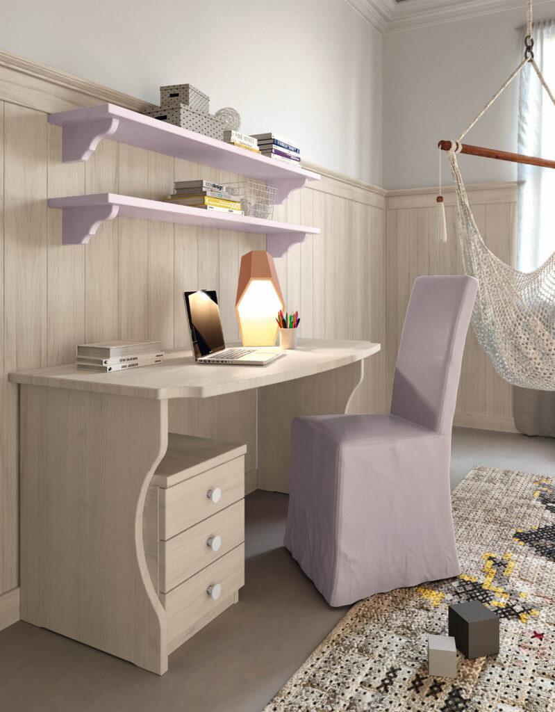 Esempio di scrivania con mensole uso libreria
