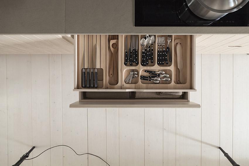 Soluzioni salvaspazio l'interno del cassetto